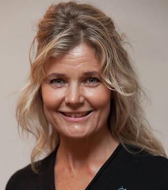 Charlotta är certifierad Life Kinetik-tränare, HRV-tränare, livsstilscoach med stresshantering,  diplomerad yogalärare
