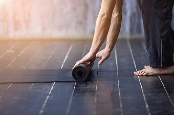Vi håller yogaklasser hos er på företaget & på Haga Health Club
