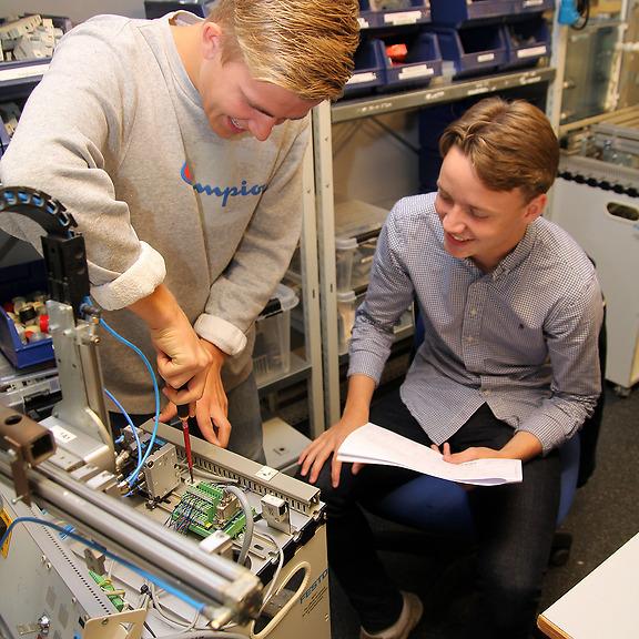Elever på El- och energiprogrammet på Curt Nicolin Gymnasiet i Finspång