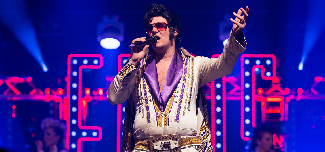 The no.1 Elvis impersonator bokas genom Funnybones Production