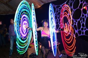 Funnybones Production - Buket Rin Varieté- och hula hoop-artist