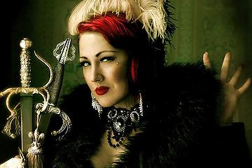 Funnybones Production presenterar Maryanne Magdalena svärd- och eldslukerskan