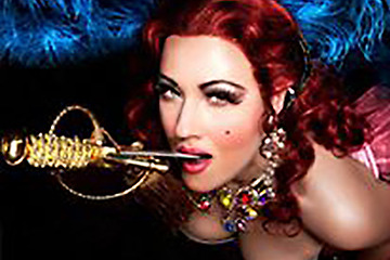 Funnybones Production - Maryanne Magdalen slukar svärd