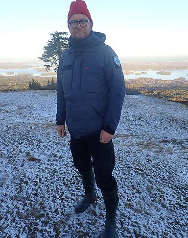 Erik Palmqvist är utbildad skogsingenjör på Sveriges Lantbruksuniversitet samt EMP, Executive Management Program på IFL vid Handelshögskolan i Stockholm.